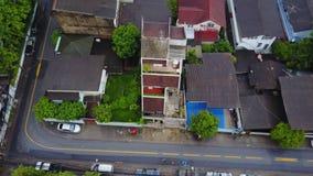 Bästa sikt av den förorts- grannskapen i Bangkok Flyg- sikt av parkerings- och takblast av Thailand husutveckling överkant Royaltyfri Bild