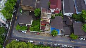 Bästa sikt av den förorts- grannskapen i Bangkok Flyg- sikt av parkerings- och takblast av Thailand husutveckling överkant Arkivbild