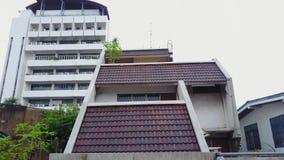 Bästa sikt av den förorts- grannskapen i Bangkok Flyg- sikt av parkerings- och takblast av Thailand husutveckling överkant Fotografering för Bildbyråer