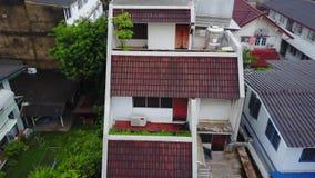 Bästa sikt av den förorts- grannskapen i Bangkok Flyg- sikt av parkerings- och takblast av Thailand husutveckling överkant Royaltyfria Bilder
