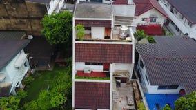 Bästa sikt av den förorts- grannskapen i Bangkok Flyg- sikt av parkerings- och takblast av Thailand husutveckling överkant Royaltyfri Foto