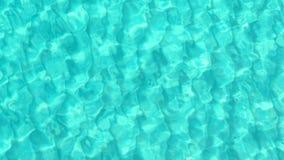 Bästa sikt av den härliga turkoskrusningen på den havsyttersidan och havsbottnen via kristallklart blått vatten arkivfilmer