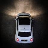 Bästa sikt av den lilla vita bilen Arkivfoton