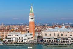 Bästa sikt av den San Marco fyrkanten och doges slott i Venedig arkivfoto