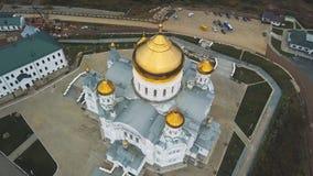 Bästa sikt av den stora kristna templet gem Kyrklig sikt utifrån Den gammala kyrkan Stenkyrkan med guld- Arkivbilder