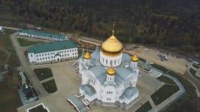 Bästa sikt av den stora kristna templet gem Kyrklig sikt utifrån Den gammala kyrkan Stenkyrkan med guld- Royaltyfria Foton