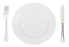 Bästa sikt av den tomma vita matställeplattan med bestick Royaltyfri Foto