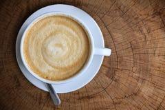 Bästa sikt av den vita keramiska koppen kaffe Royaltyfria Foton