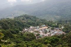 Bästa sikt av Doi Pui för bergby berg i chiangmaien Thailand Arkivfoto