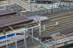 Bästa sikt av drevet (för snabb eller Shinkansen) kula för serie E7 Fotografering för Bildbyråer