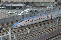 Bästa sikt av drevet (för snabb eller Shinkansen) kula för serie E7 Royaltyfri Fotografi