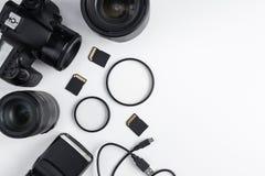 Bästa sikt av dslrkameran, linser, fotoutrustning och kopieringsutrymme arkivbild