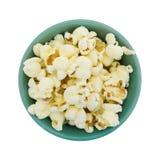 Bästa sikt av en bunke av vitt popcorn för cheddarost royaltyfria bilder