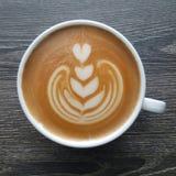 Bästa sikt av en råna av lattekonstkaffe Arkivbild