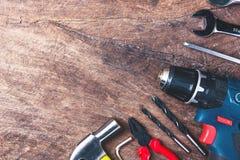 Bästa sikt av funktionsdugliga hjälpmedel, skiftnyckel, hålighetskiftnyckel, hammare som är screwdrive Arkivbilder