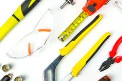 Bästa sikt av funktionsdugliga hjälpmedel, skiftnyckel, hålighetskiftnyckel, hammare som är screwdrive Royaltyfri Bild