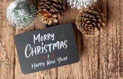 Bästa sikt av glad jul och lyckligt nytt år på svart tavlaintelligens royaltyfria foton