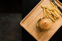 Bästa sikt av hem- gjorda hamburgare Royaltyfria Bilder