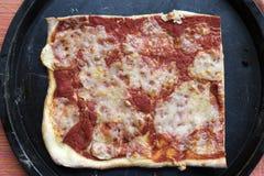 Bästa sikt av hemlagad margheritapizza Arkivfoton