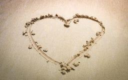 Bästa sikt av hjärta på sand av stranden arkivfoto