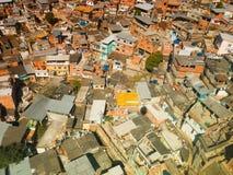 Bästa sikt av hyddor i slumkvarteret av Rio de Janeiro Royaltyfri Foto