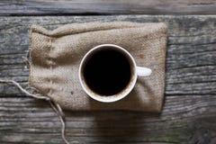 Bästa sikt av kaffe på tabellen royaltyfria foton