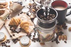 Bästa sikt av kaffeuppsättningen på dagen av St-valentin Arkivfoto