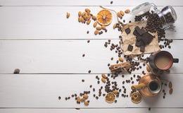 Bästa sikt av kaffeuppsättningen på dagen av St-valentin Royaltyfri Bild