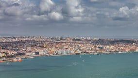 Bästa sikt av Lissabon timelapse med segelbåtar arkivfilmer