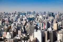Bästa sikt av många bostads- byggnader med faraway Mt fuji Royaltyfri Fotografi