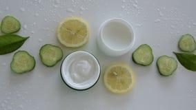 Bästa sikt av naturliga organiska kosmetiska produkter arkivfilmer