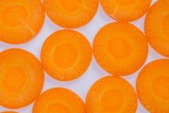 Bästa sikt av ny orange morotskivabakgrund fotografering för bildbyråer