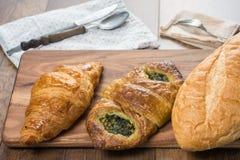 Bästa sikt av olika typer av bröd Royaltyfri Bild