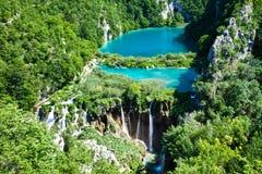 Bästa sikt av Plitvice sjöar med vattenfall Arkivfoto