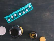 Bästa sikt av preventivpillerasken med kopieringsutrymme Royaltyfri Foto