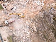 Bästa sikt av rivningplatsen tungt maskineri som ut gör klar konstruktionsplatsen royaltyfri fotografi