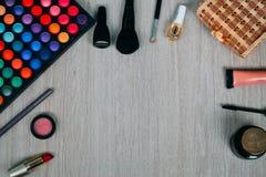 Bästa sikt av skönhetsmedel och sminkobjekt Arkivfoto