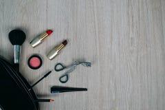 Bästa sikt av skönhetsmedel och sminkobjekt Royaltyfria Bilder