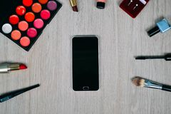 Bästa sikt av skönhetsmedel och sminkobjekt Royaltyfri Fotografi
