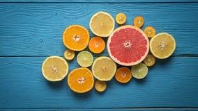 Bästa sikt av skivade citrusfrukter Fotografering för Bildbyråer