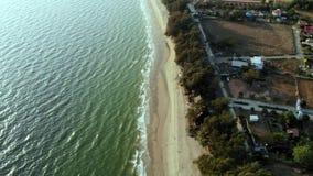 Bästa sikt av stranden av Rayong Thailand Flyg- sikt från flygsurret royaltyfri foto