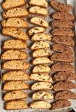 Bästa sikt av variation av nytt bakat som är hemlagad, biscotti royaltyfri foto