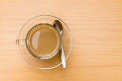 Bästa sikt av varmt kaffe på trätabellen Royaltyfri Fotografi