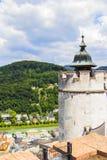 Bästa sikt för bakgrund av Salzburg, Hohensalzburg fästning Royaltyfri Foto