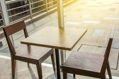 Bästa sikt för Closeup av kaffetabellen som äter middag tabellen Arkivbild