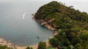 Bästa sikt för flyg- surr av den mycket lilla kusten för vitt paradis för sand tropiskt exotiskt i den Koh Prangan ön, Thailand S lager videofilmer