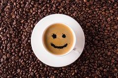 Bästa sikt för kaffekopp med leende Royaltyfri Foto