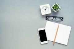 Bästa sikt för tabell av kontorsskrivbordet Arkivbild