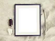 Bästa sikt för tom ram på sandstranden royaltyfri fotografi