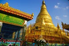 Bästa sikt i härlig tempel i morgonen på den Mandalay kullen i Myanmar Arkivfoto